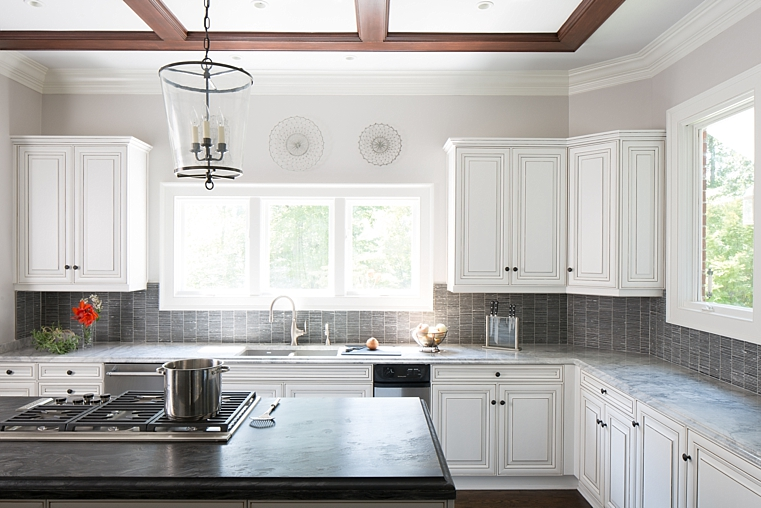 WILLETTPHOTO_MOSAIC_KITCHEN_REMODEL_BUILT_IN_CABINET_BAR_WHITE_GREY_COUNTERS_001