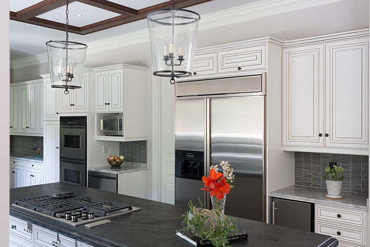 WILLETTPHOTO_MOSAIC_KITCHEN_REMODEL_BUILT_IN_CABINET_BAR_WHITE_GREY_COUNTERS_003