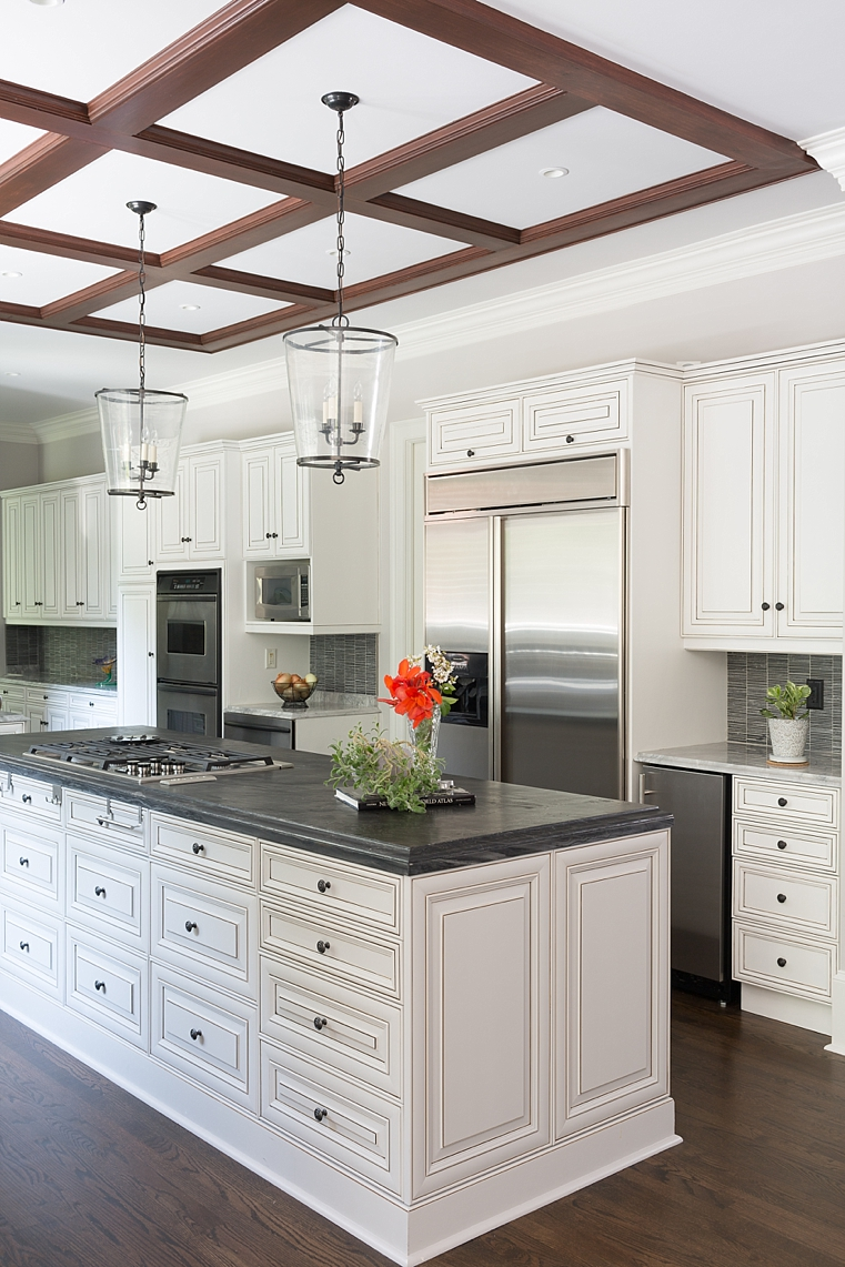 WILLETTPHOTO_MOSAIC_KITCHEN_REMODEL_BUILT_IN_CABINET_BAR_WHITE_GREY_COUNTERS_004